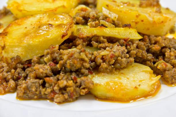 Foto de um prato de carne moída com batata
